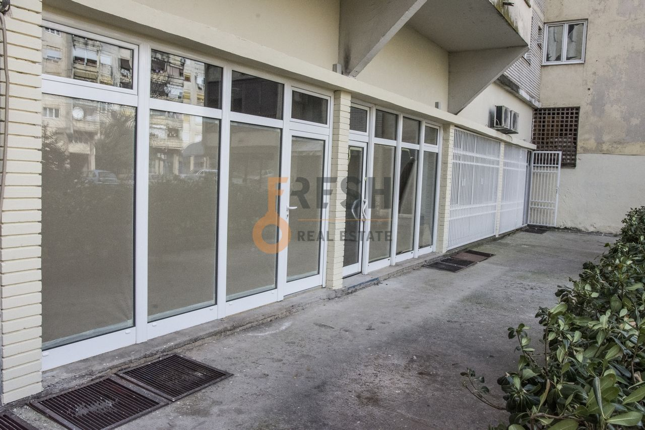 Poslovni prostori, sređeni, renovirani, 33m2, Lepa Kata, Prodaja - 1