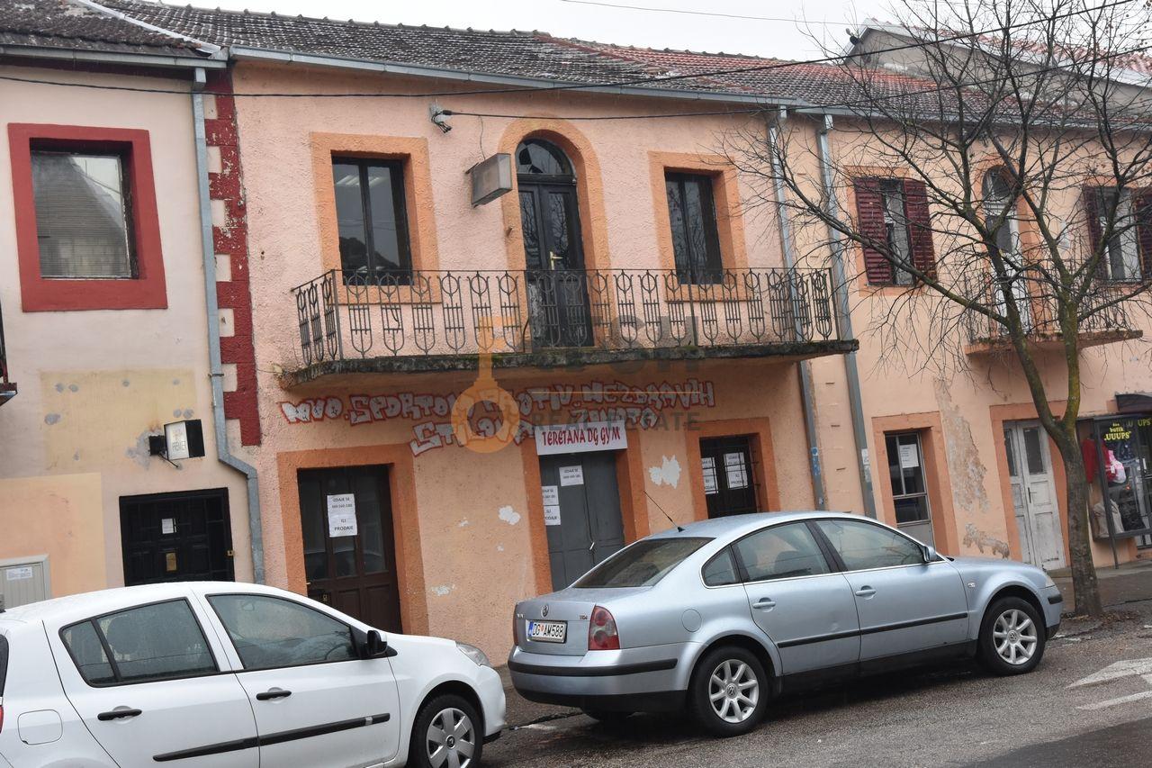 Kuća, 220m2, Danilovgrad, Centar, Izdavanje - 1