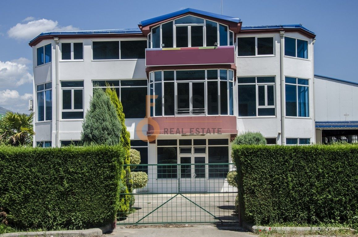 Poslovni prostor 900m2, Podgorica-Mareza, Izdavanje - 1