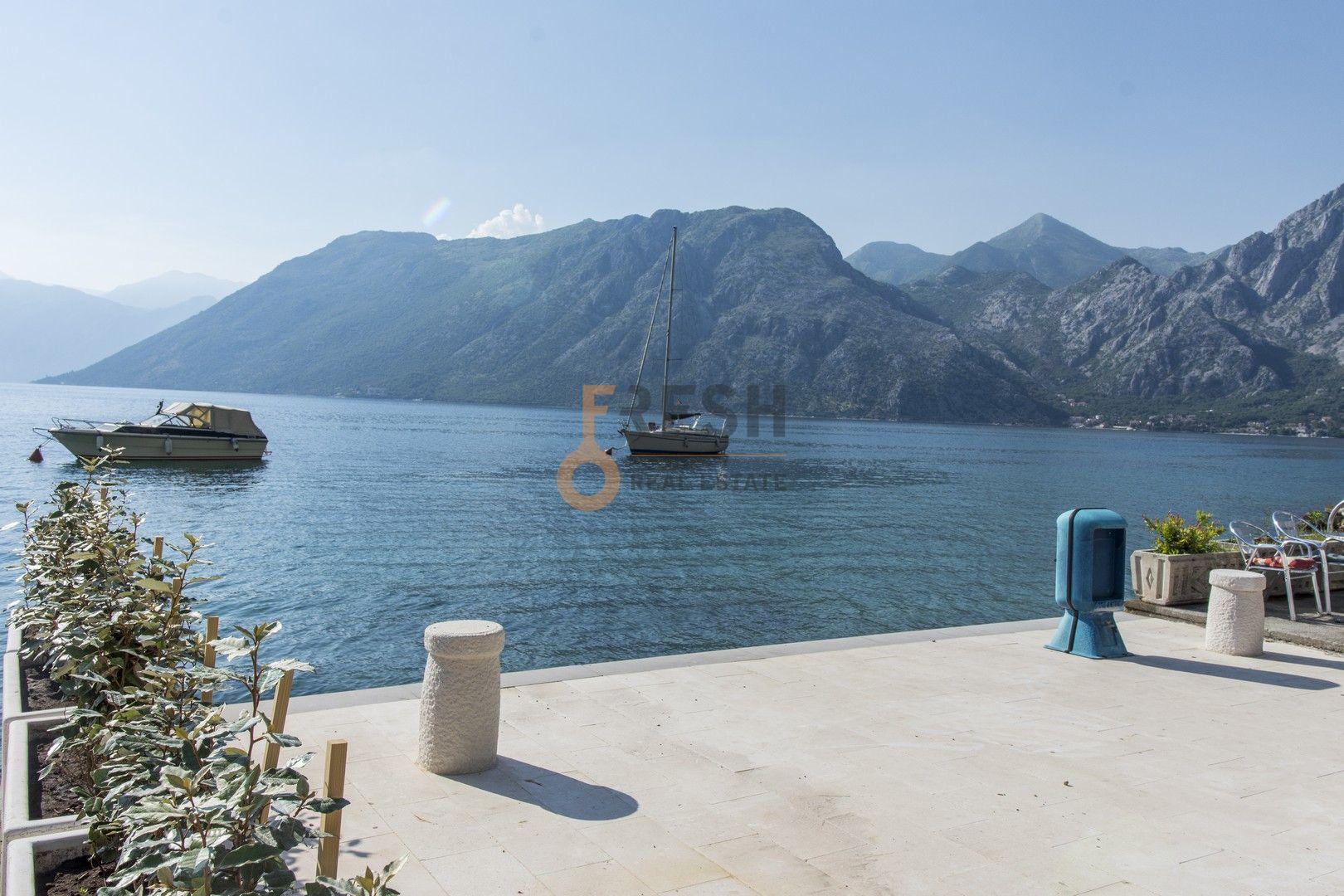 Kamena kuća na prvoj liniji do mora sa pontom i vezom, Kotor - 15