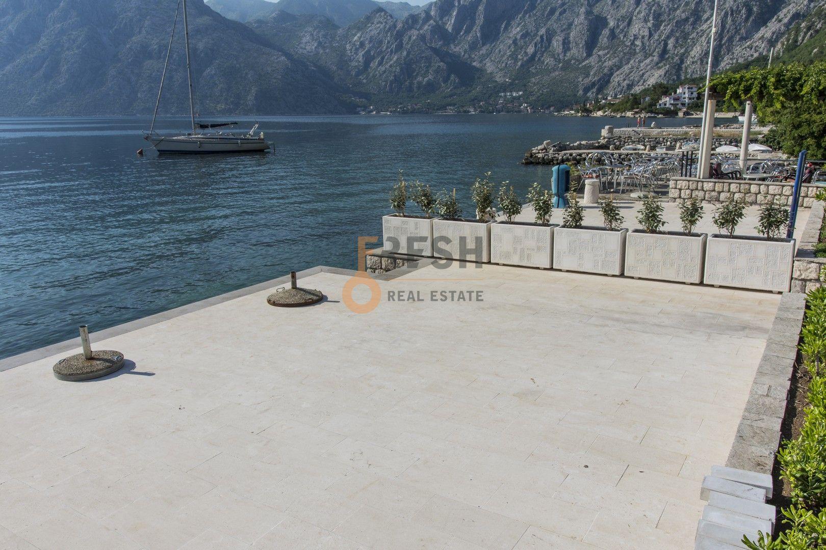 Kamena kuća na prvoj liniji do mora sa pontom i vezom, Kotor - 18