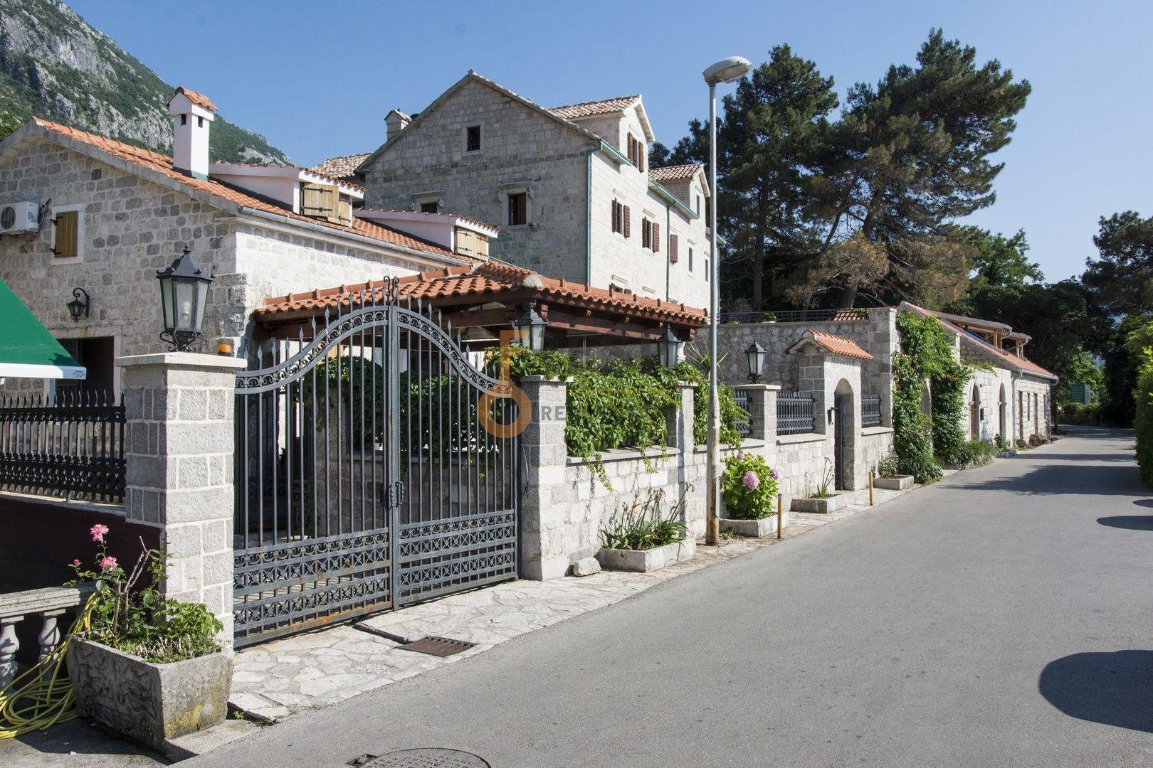 Kamena kuća na prvoj liniji do mora sa pontom i vezom, Kotor - 19