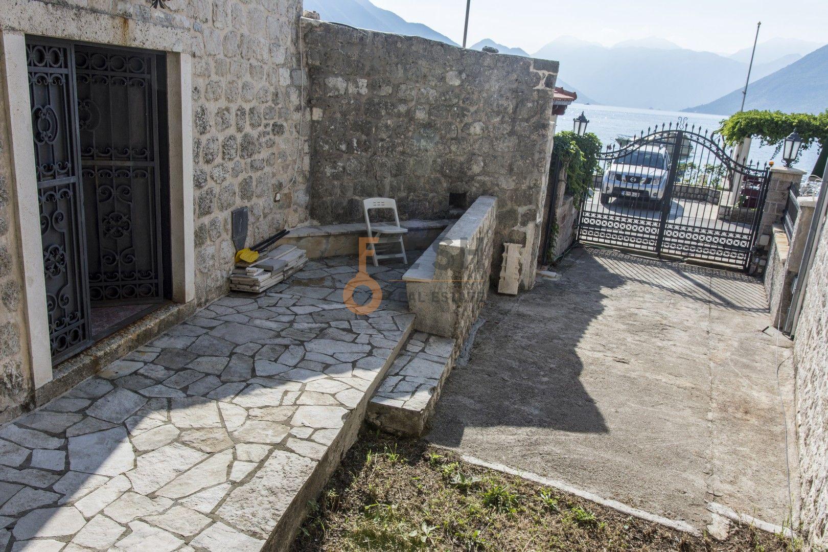 Kamena kuća na prvoj liniji do mora sa pontom i vezom, Kotor - 3