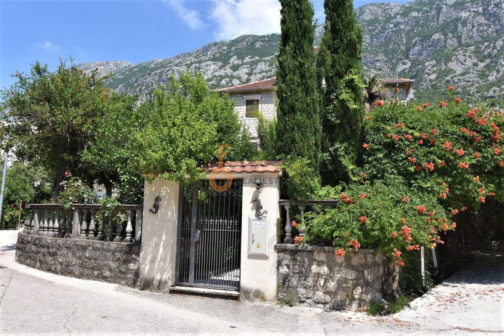 Kamena kuća, 380m2, Pogled na more, Kotor, Dobrota, Prodaja - 1