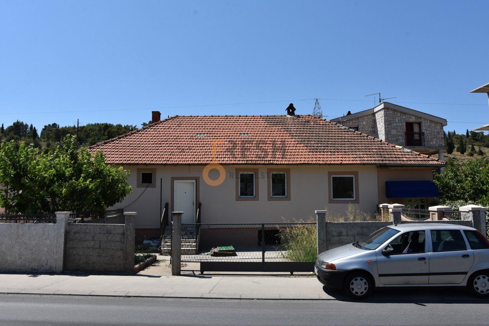 Kuća 100m2, plac 300m2, uz magistralni put Podgorica - Kolašin, Prodaja - 1