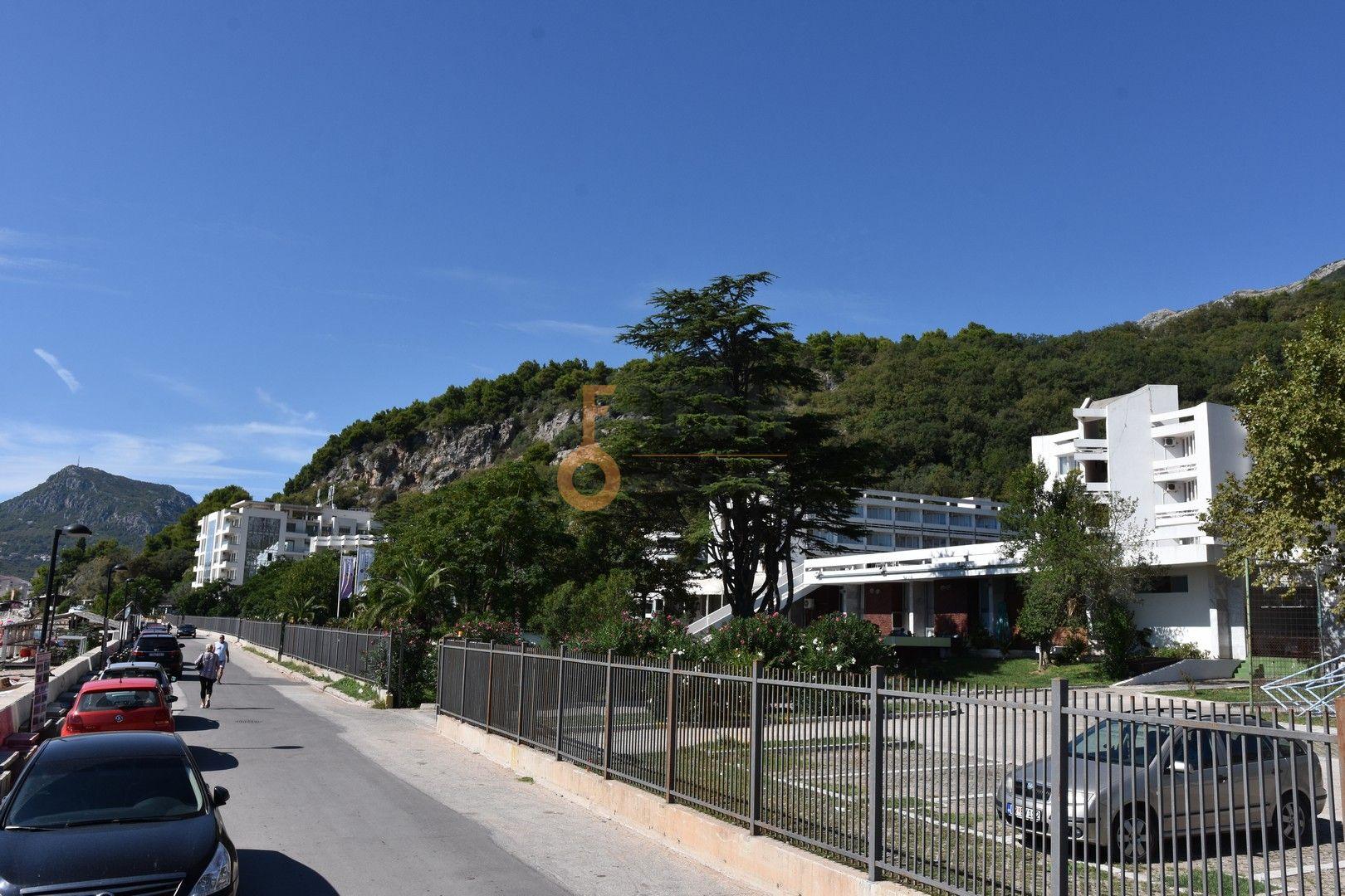 Urbanizovano građevinsko zemljište za gradnju hotelskog kompleksa, Sutomore 1