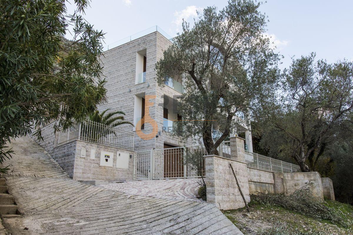 Luksuzna Villa u Boko-Kotorskom zalivu, 585,60 m2+400 m2 zemljista, Prodaja 1