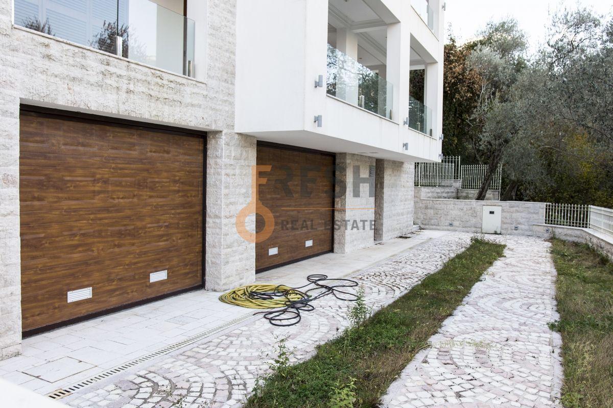 Luksuzna Villa u Boko-Kotorskom zalivu, 585,60 m2+400 m2 zemljista, Prodaja - 1