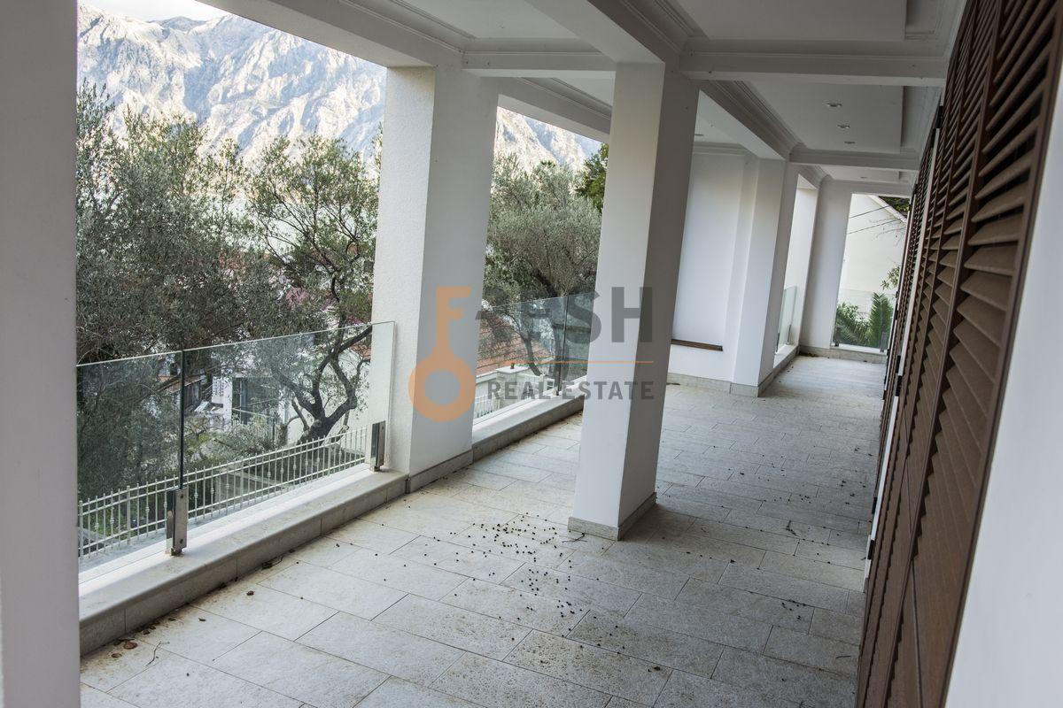 Luksuzna Villa u Boko-Kotorskom zalivu, 585,60 m2+400 m2 zemljista, Prodaja - 2
