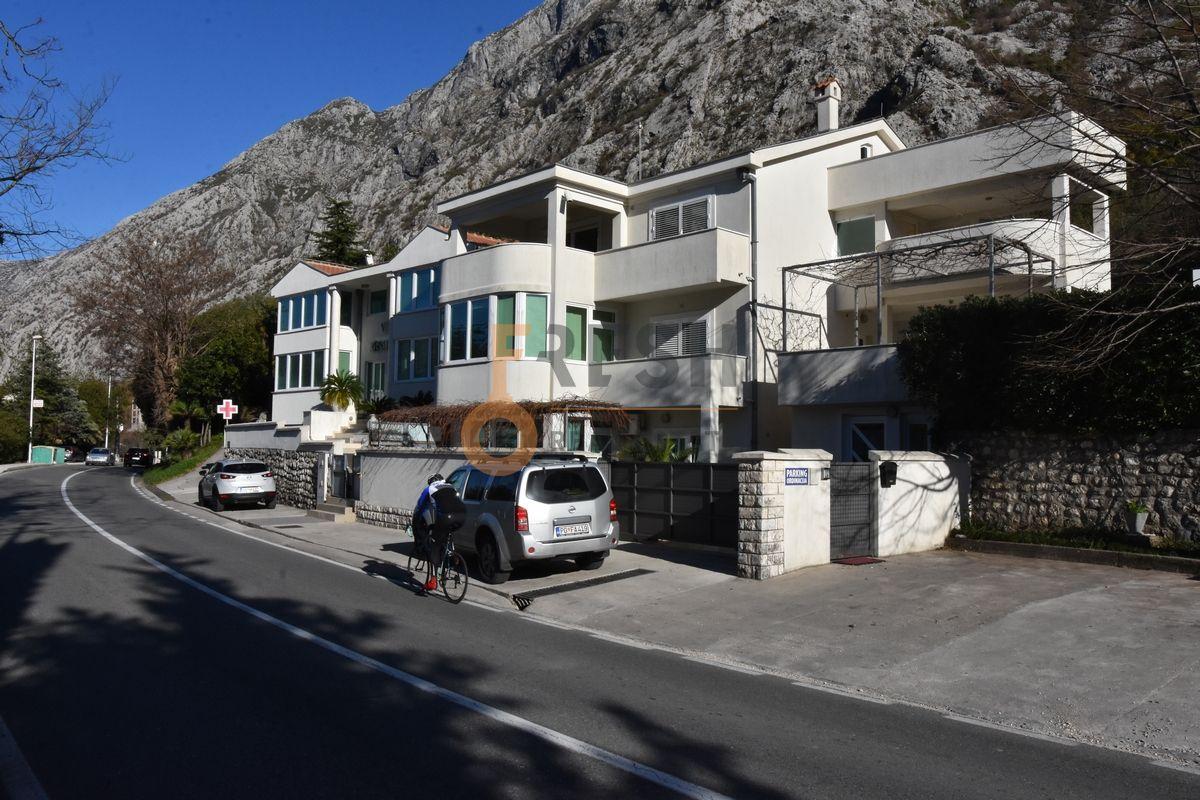 Medicinski centar uz magistralu 212 m2, Kotor, Prodaja - 1