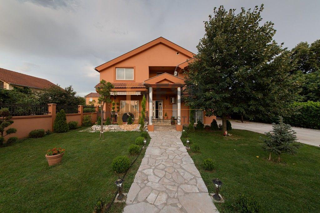 Kuća, 200m2, Donja Gorica, Izdavanje - 1