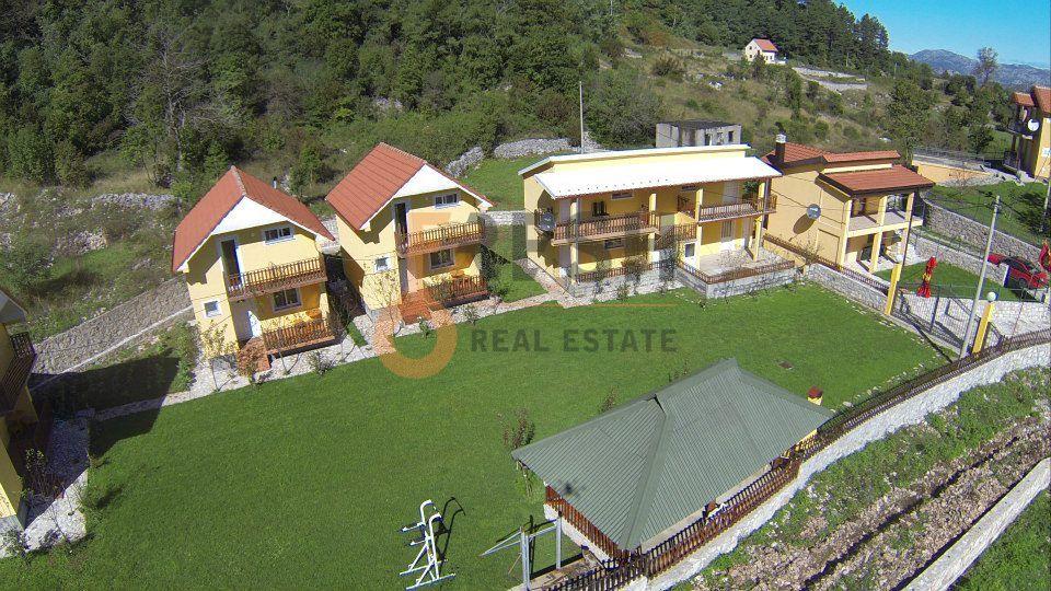 Etno selo, 7 vikend kućica 300 m2, Cetinje, Prodaja - 1