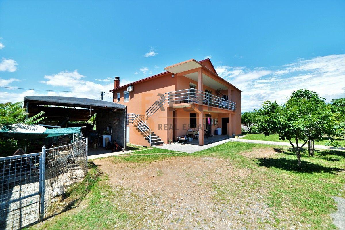 Kuća 200 m2 na placu od 400 m2, Konik, Prodaja - 1