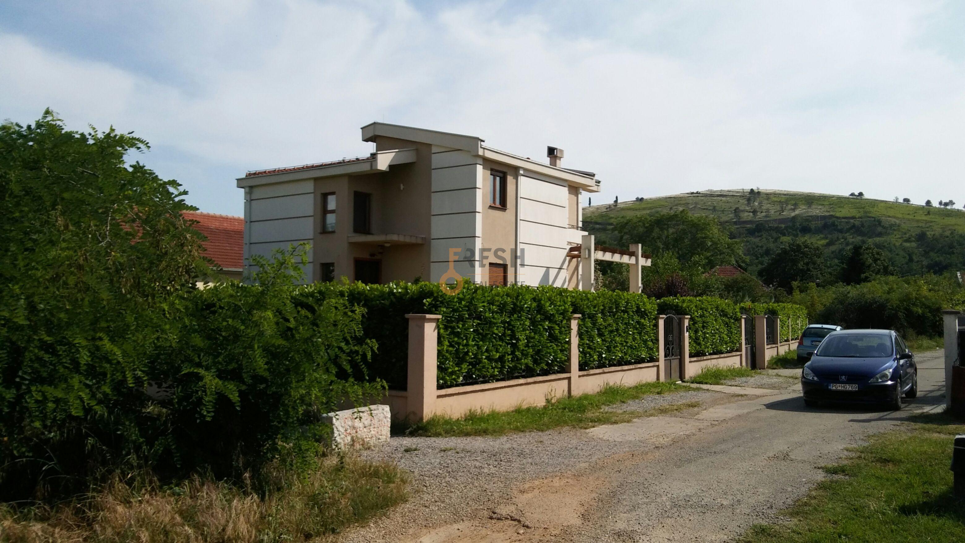 Kuća, 260m2, Zabjelo, Izdavanje 1