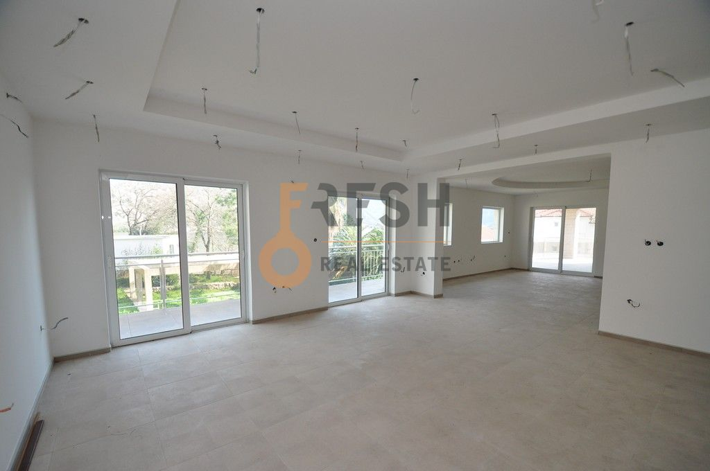 Mini hotel sa 7 apartmana i velikim dvorištem, 900 m2, Orahovac - Kotor, Prodaja - 11