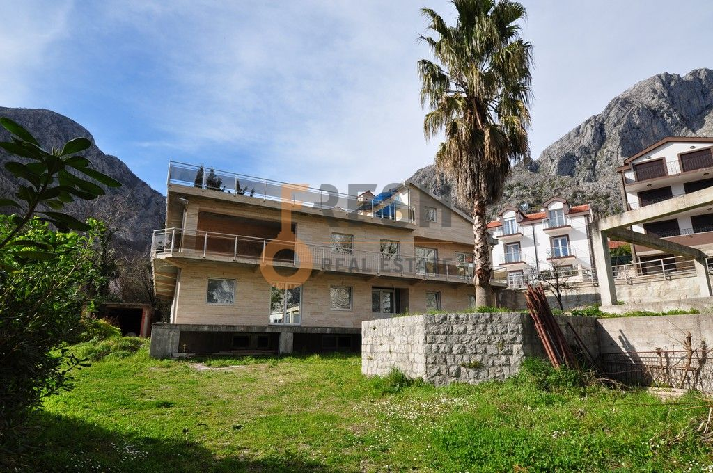 Mini hotel sa 7 apartmana i velikim dvorištem, 900 m2, Orahovac - Kotor, Prodaja - 2