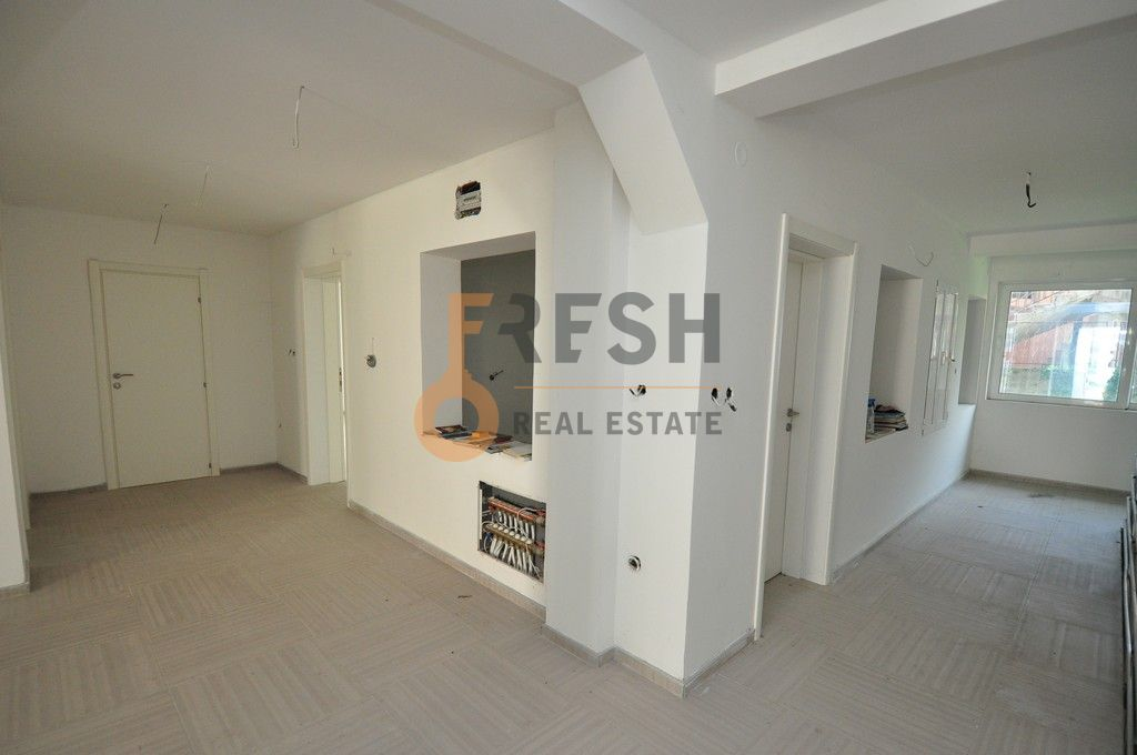 Mini hotel sa 7 apartmana i velikim dvorištem, 900 m2, Orahovac - Kotor, Prodaja - 8
