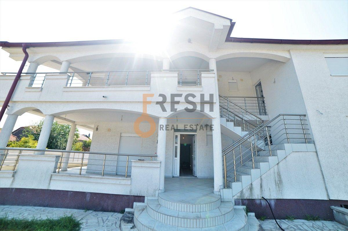 Kuća 350 m2 na placu od 1170 m2, Zeta, Prodaja - 1