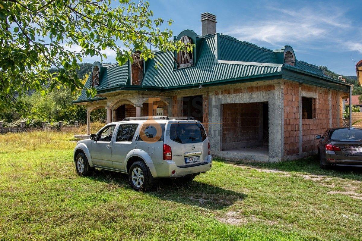 Kuća 530m2 + kuća 90m2, Humci - Cetinje, Prodaja - 1