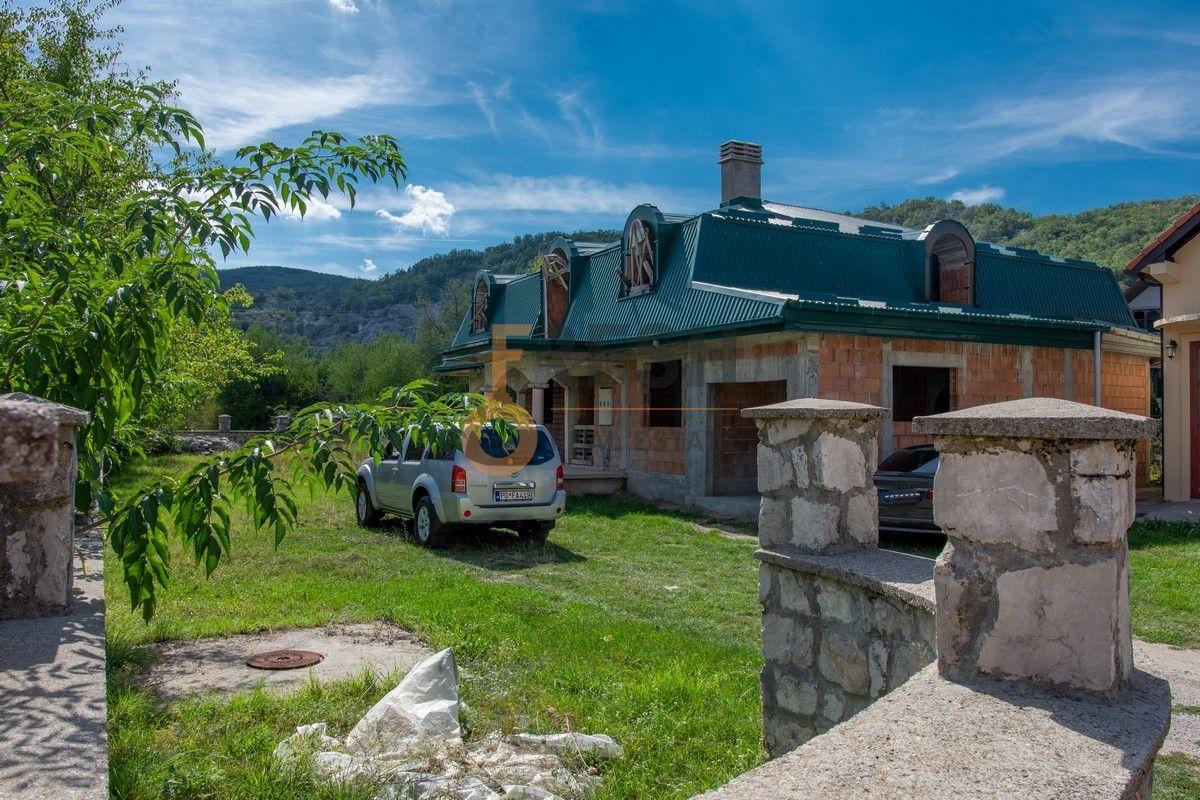 Kuća  530m2 + kuća 90m2, Humci - Cetinje, Prodaja - 2