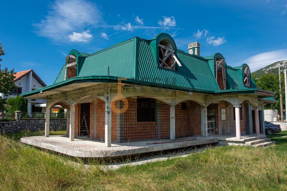 Kuća  530m2 + kuća 90m2, Humci - Cetinje, Prodaja - 3