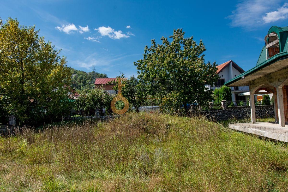 Kuća  530m2 + kuća 90m2, Humci - Cetinje, Prodaja - 4