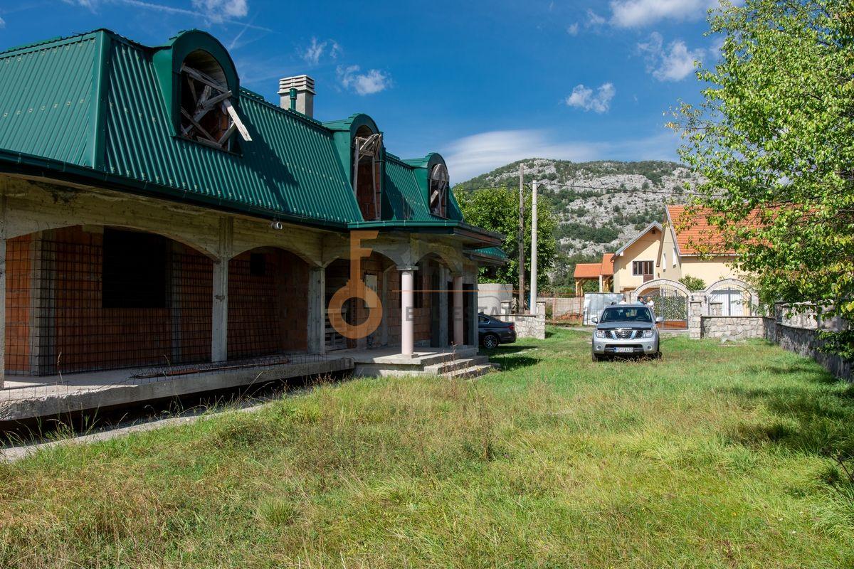 Kuća  530m2 + kuća 90m2, Humci - Cetinje, Prodaja - 5