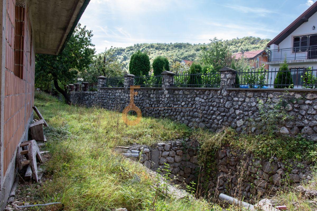 Kuća  530m2 + kuća 90m2, Humci - Cetinje, Prodaja - 7