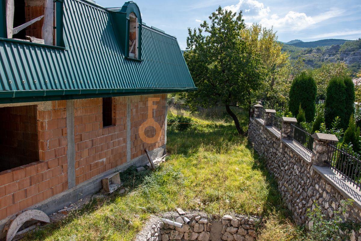 Kuća  530m2 + kuća 90m2, Humci - Cetinje, Prodaja - 8