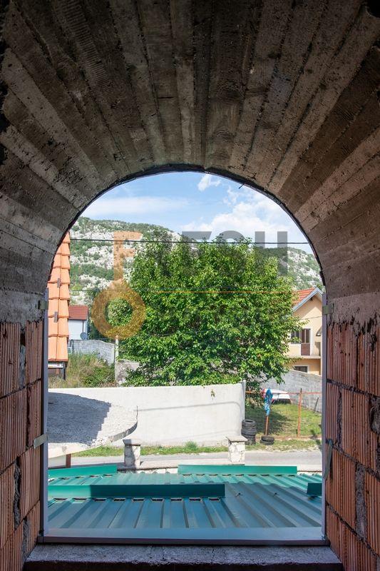 Kuća  530m2 + kuća 90m2, Humci - Cetinje, Prodaja - 11