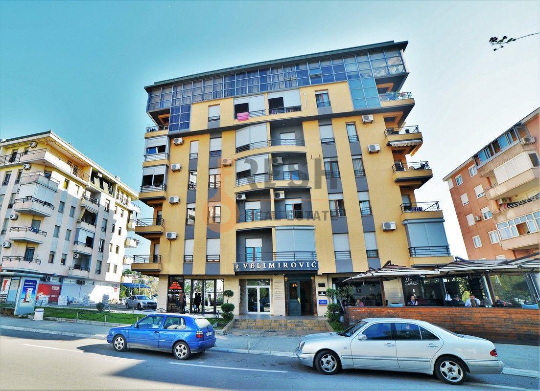 Lux dvosoban namješten stan, 72m2, Obala Morače, izdavanje 1