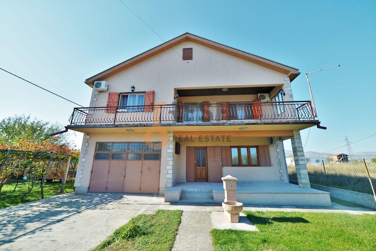Kuća, 300m2, Zeta, Prodaja - 1