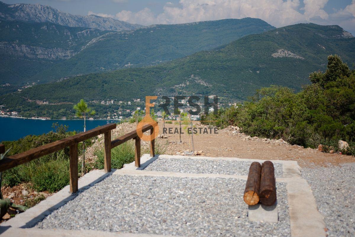 Plac na Luštici sa pogledom na more i Herceg Novi - 12