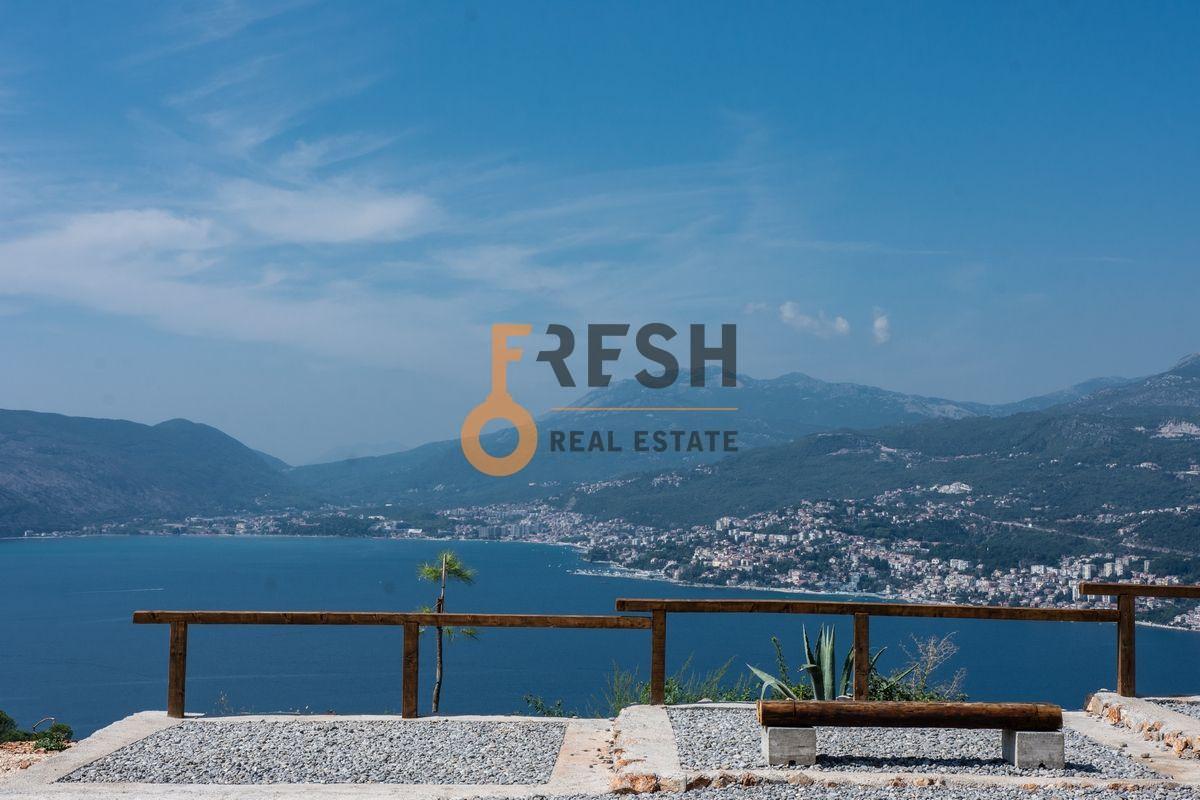 Plac na Luštici sa pogledom na more i Herceg Novi - 1