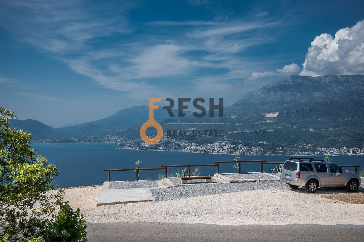 Plac na Luštici sa pogledom na more i Herceg Novi - 2