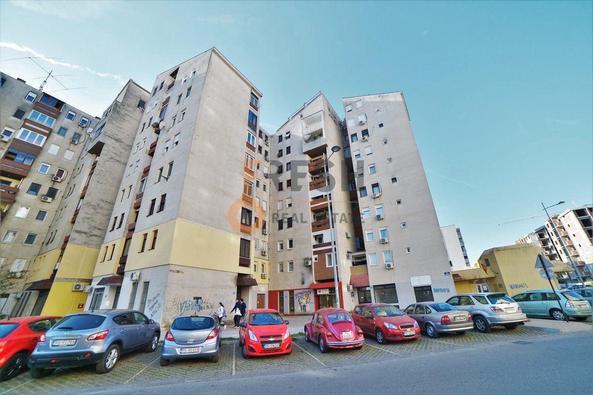 Trosoban stan, 95m2, Blok 6, Prodaja - 1