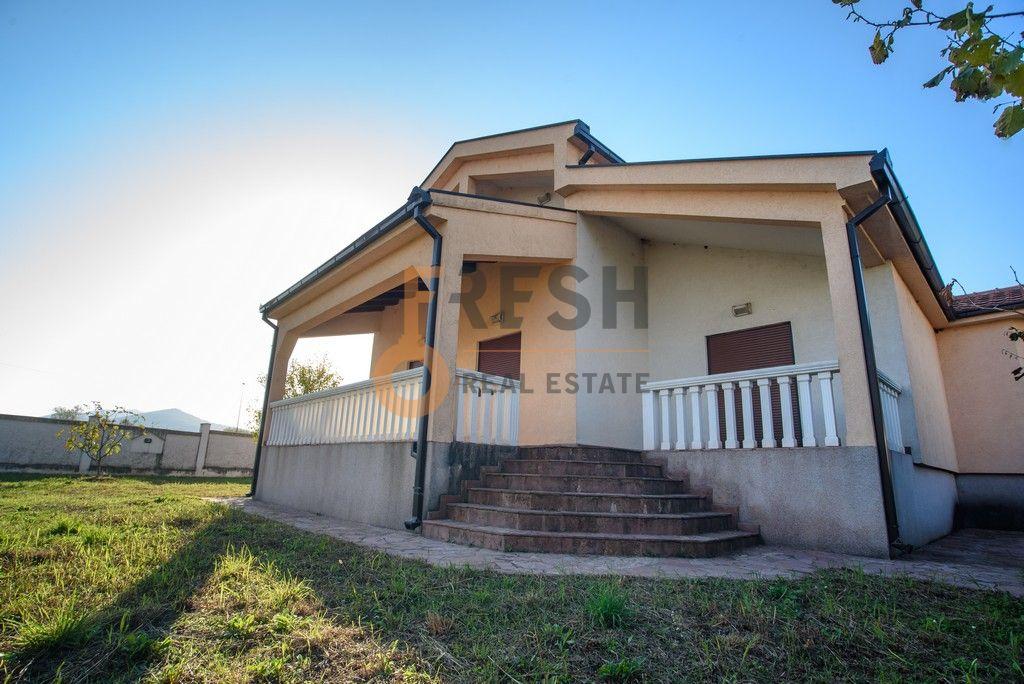 Kuća 210 m2 sa dvorištem od 1200 m2, Donja Gorica, Izdavanje - 1