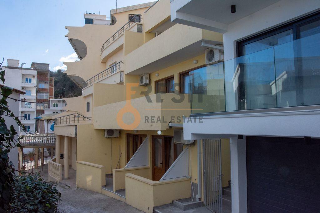Kuća sa apartmanima, 250m2, Ulcinj, Prodaja - 1