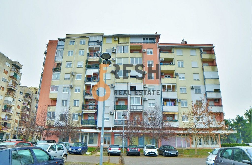 Trosoban polunamješten stan, 95m2, Blok 6, Prodaja - 1