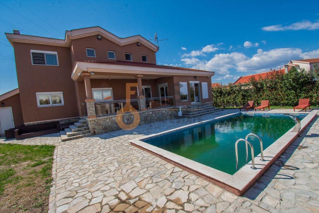 Luksuzna vila, 330m2, sa bazenom, Golubovci, Izdavanje - 1