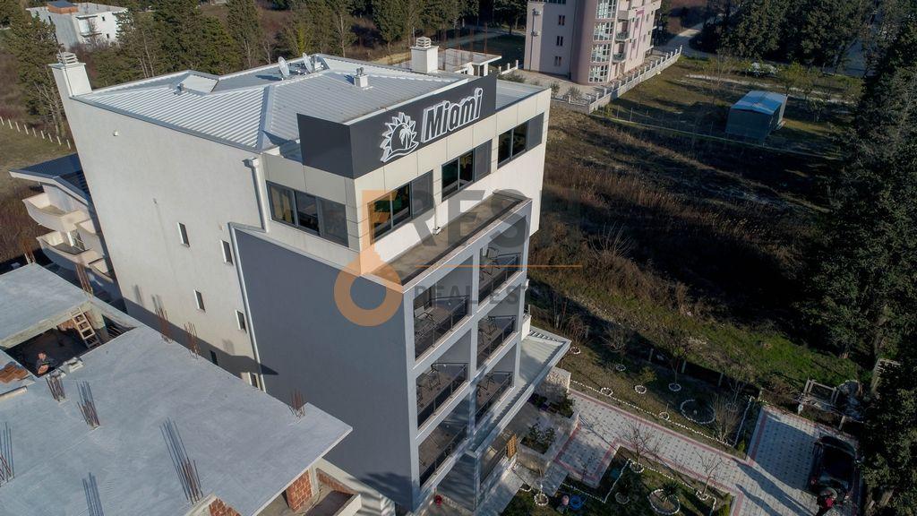 Apartmani, 900m2 + 700m2 placa, Ulcinj, Prodaja - 1