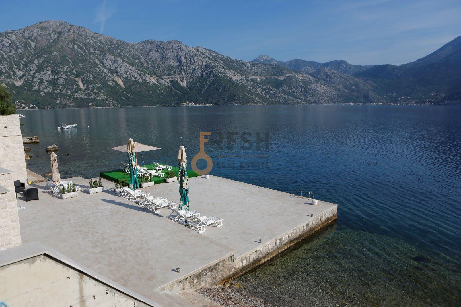 Trosoban stan, 162m2 + 335 m2 terasa, Kostanjica, Kotor, Prodaja. - 1
