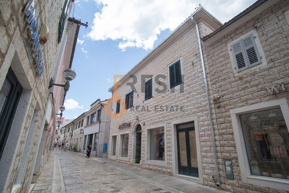 Odličan poslovni prostor 102m2, stari grad, vrhunska lokacija, Herceg-Novi - 1