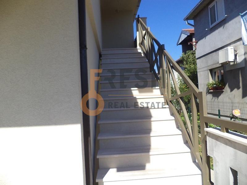 Kuća, 220m2, na placu 307m2, Blok 9, Prodaja - 1