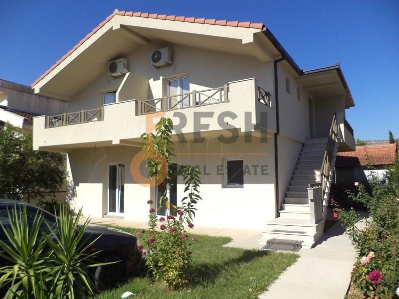 Kuća, 220m2, na placu 307m2, Blok 9, Prodaja - 2