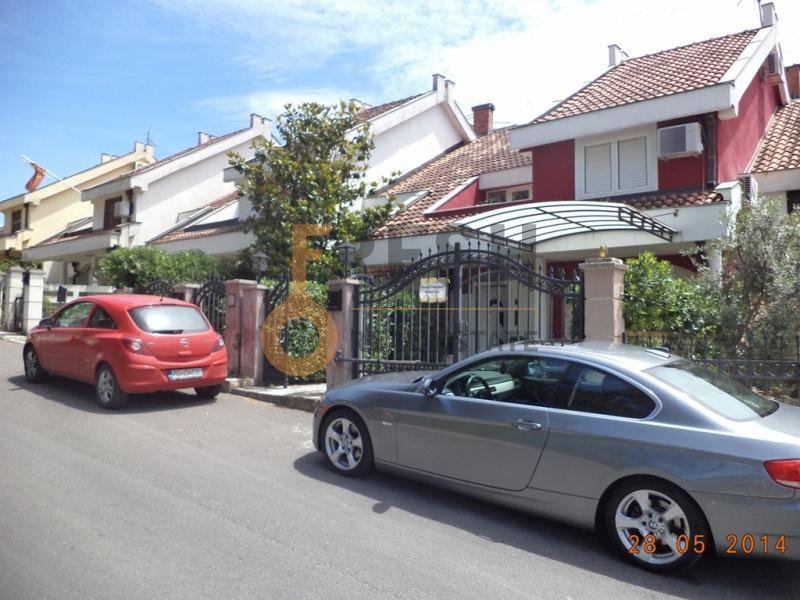 Podgorica, Gorica C, kuća od 380 m2, izdavanje - 1