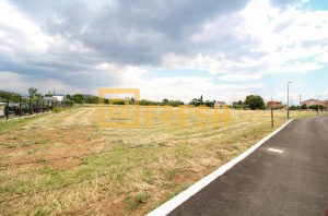 Urbanizovano gradjevinsko zemljište, 2700 m2, Donja Gorica, Prodaja - 1