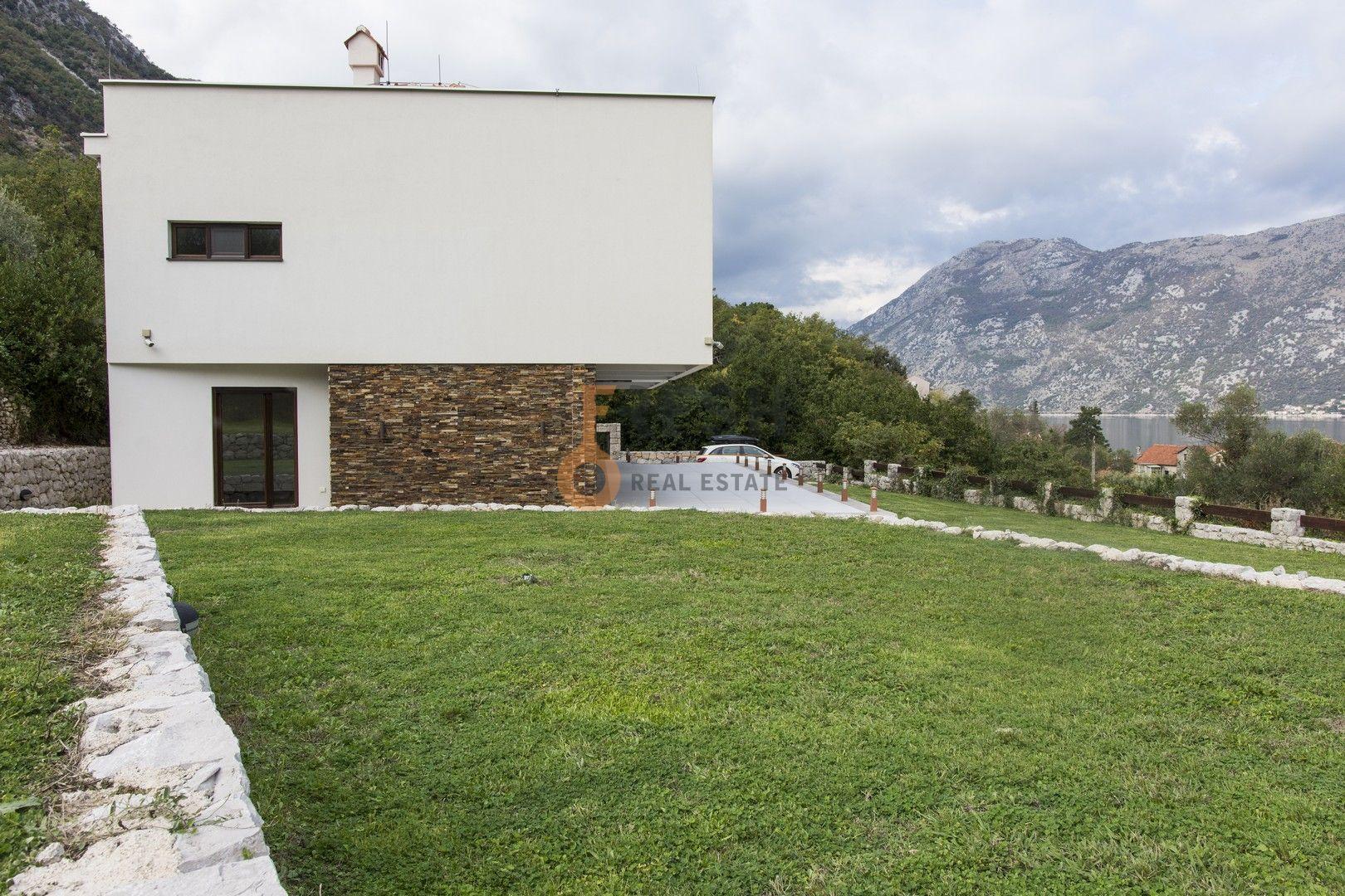 Vila sa ogromnim dvorištem, Kotor - 4
