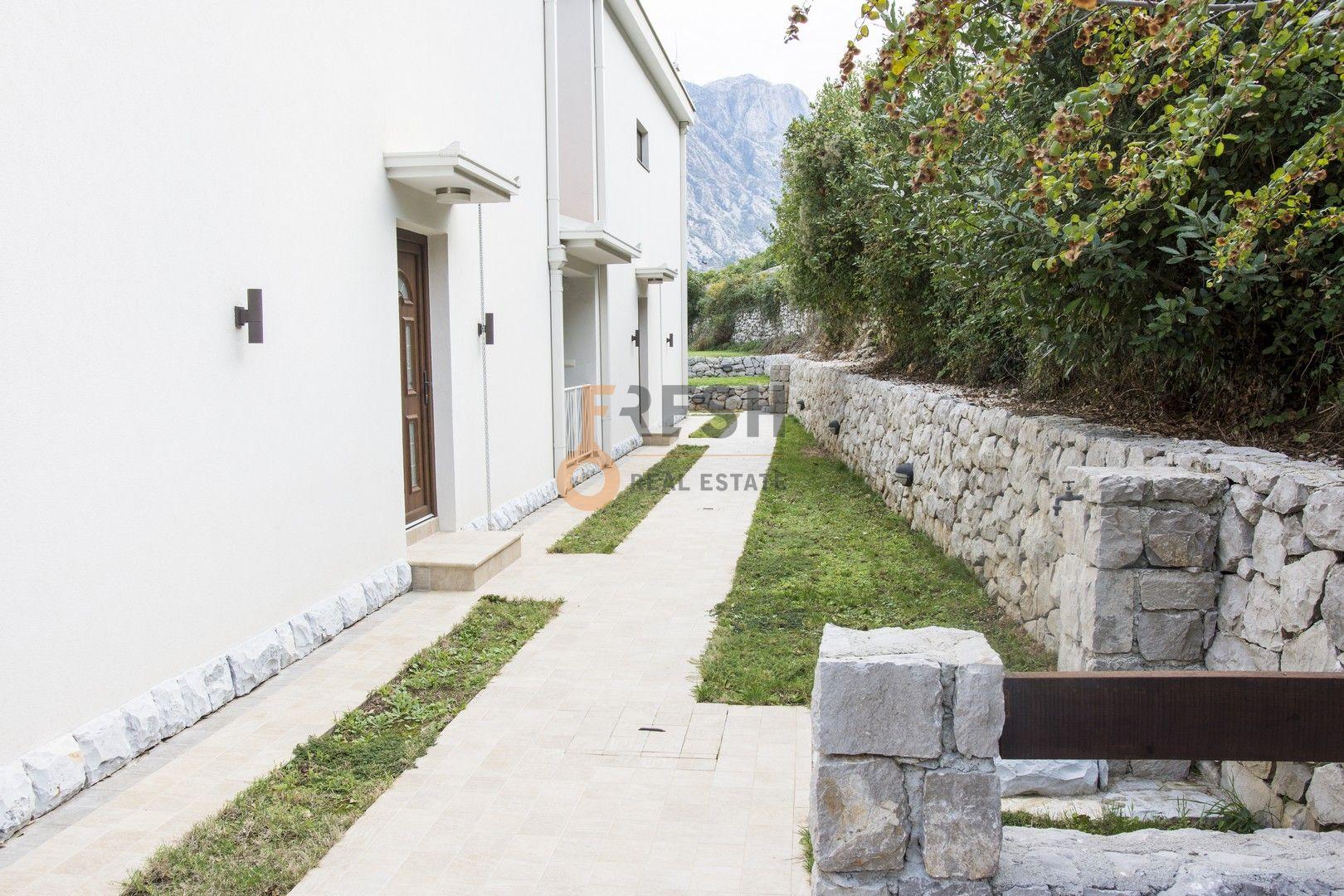 Vila sa ogromnim dvorištem, Kotor - 5