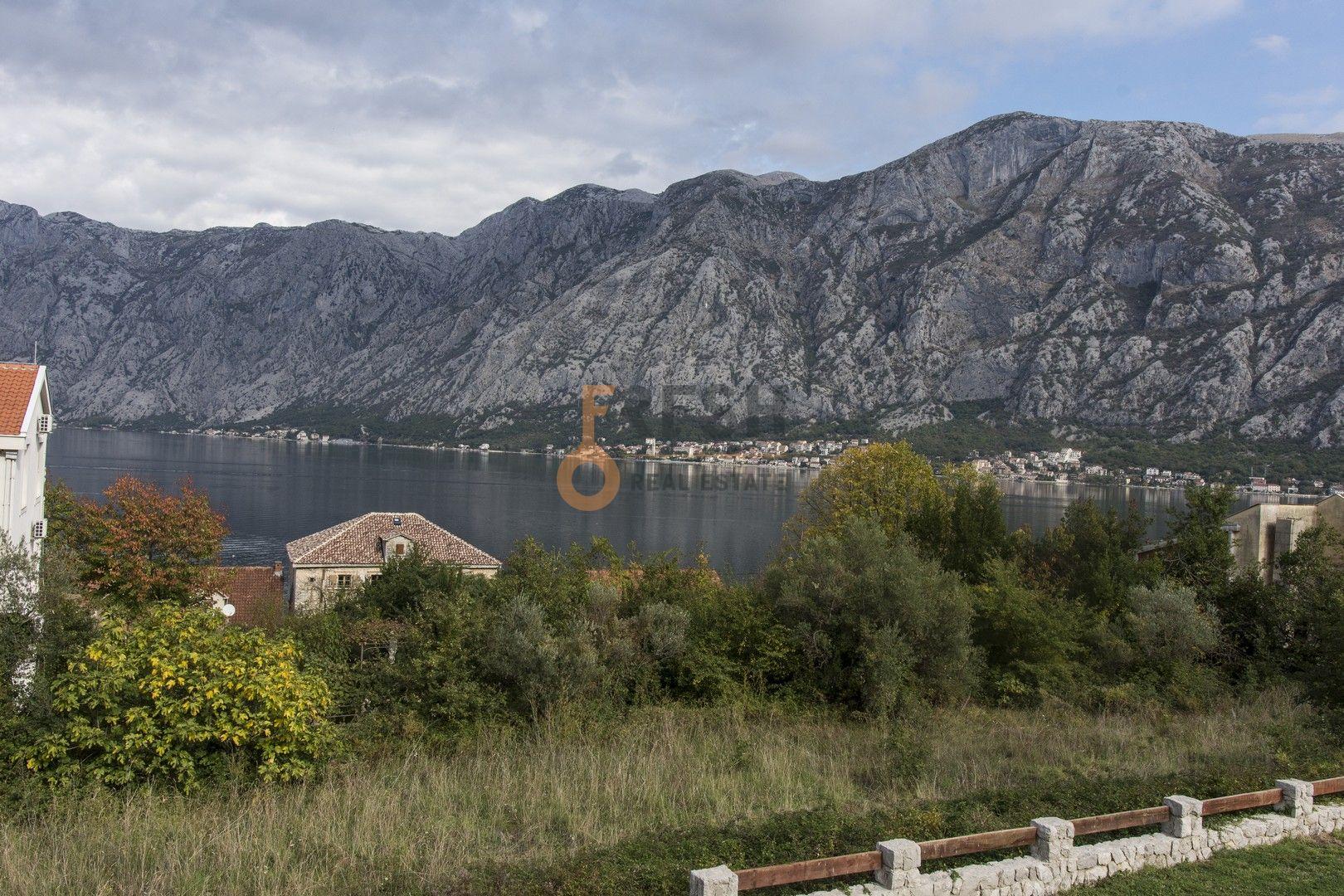 Vila sa ogromnim dvorištem, Kotor - 8